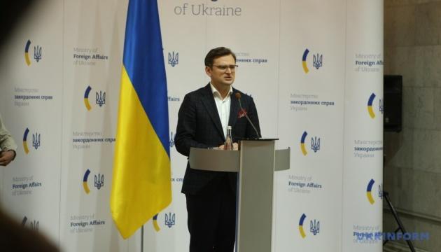 Кулеба спростував інформацію про продаж Україною масок Німеччині