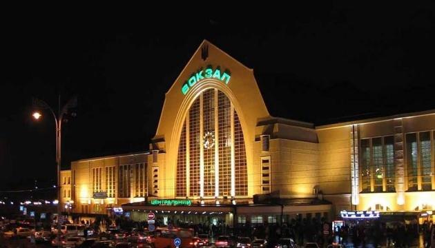 Усі залізничні вокзали України закривають з 18 березня