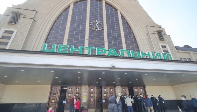 """Центральный вокзал Киева эвакуировали из-за """"заминирования"""""""