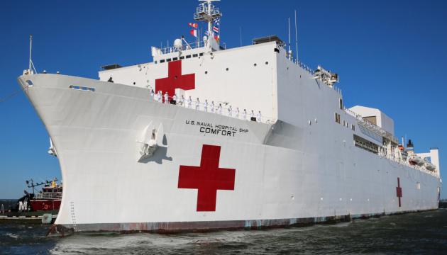 США відправляють два кораблі-госпіталі до осередків Covid-19 на своїй території
