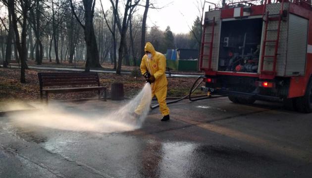 Рятувальники в областях дезінфікують парки, станції та ринки