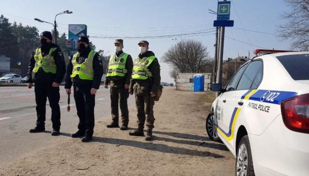Порушення карантину: поліція склала 405 протоколів і розслідує шість справ