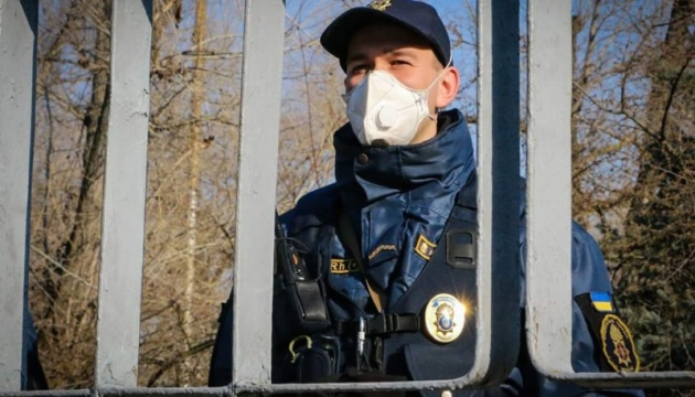 Поліція контролюватиме обсервацію українців, які повернулися з-за кордону - Аваков