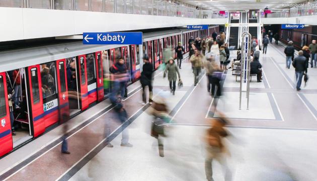 Варшава вирішила не зупиняти метро