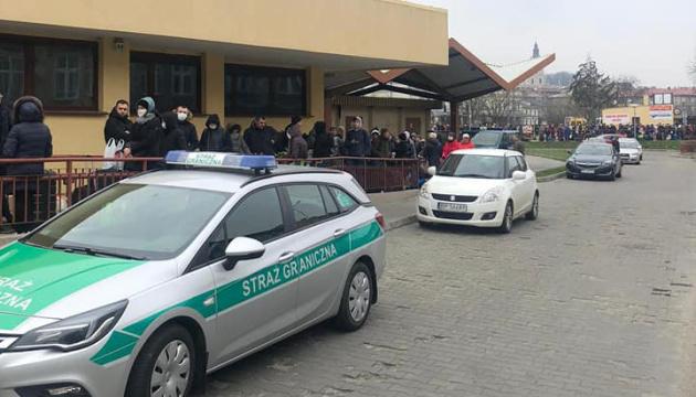 Дещица: Все пять поездов 20 марта из Польши переполнены