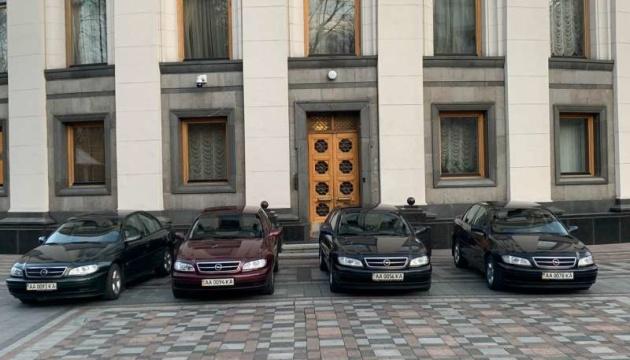 Чотири автомобілі ВР передали клінічним лікарням Києва