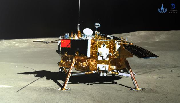 Китайський апарат відновив роботу на зворотному боці Місяця
