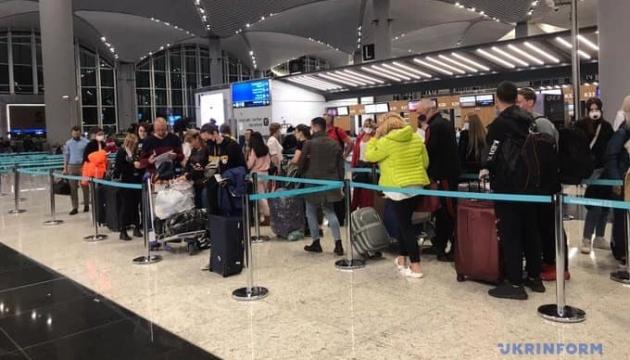 Зі Стамбула до Києва вилетіли ще понад 200 українців