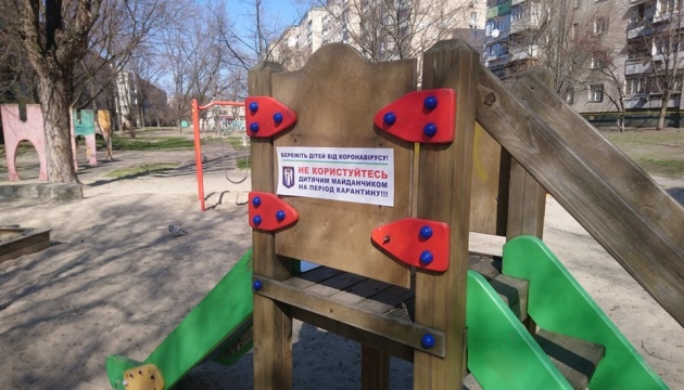 Кличко погрожує штрафами за прогулянки на дитячих майданчиках