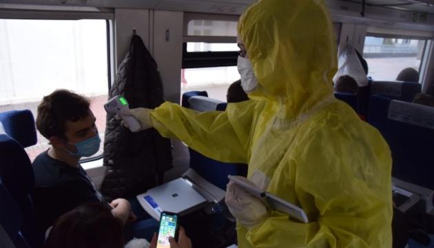 У пасажирів потягу з Риги зараження коронавірусом не виявили – МОЗ