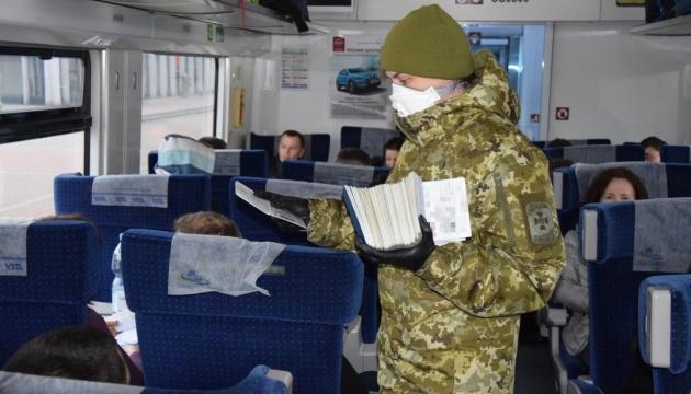 За добу в Україну в'їхали майже 11 тисяч людей, у однієї виявили коронавірус