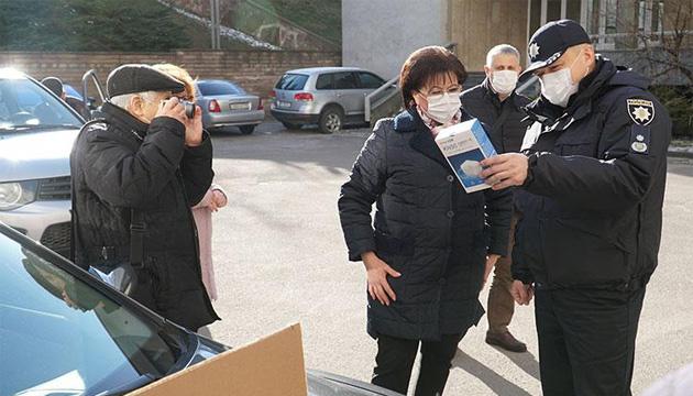 На Тернопільщину надійшли тест-системи та засоби захисту від коронавірусу