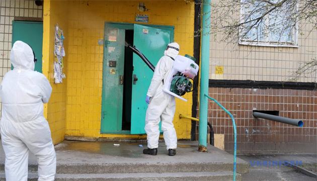 У Дніпрі проводять дезінфекцію під'їздів у багатоквартирних будинках