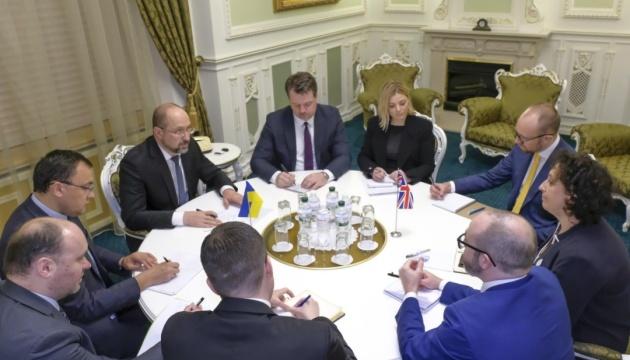 Шмигаль обговорив з британським послом пандемію коронавірусу