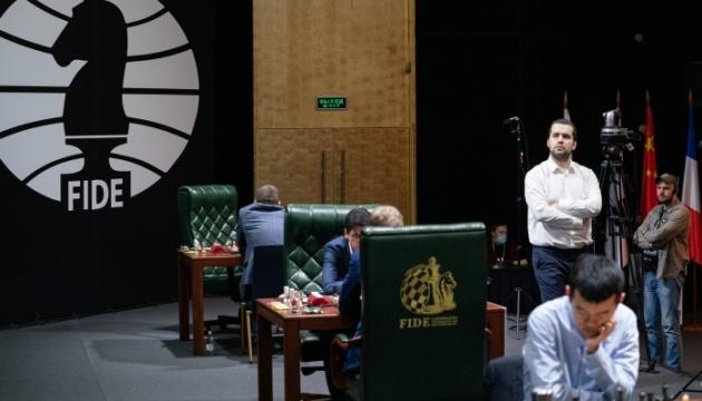 Світова шахова корона: претенденти зіграли партії сьомого туру