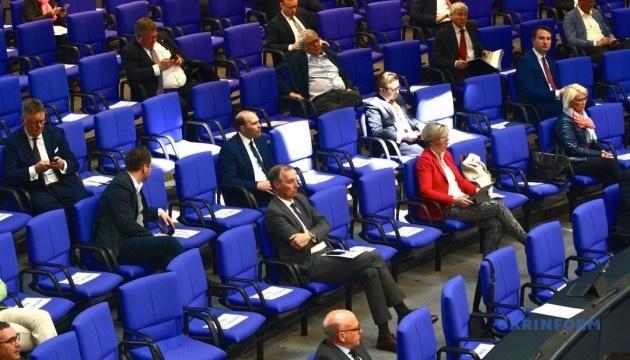 Парламенти в умовах пандемії: дистанційні, напівдистанційні, в ізоляції та на карантині