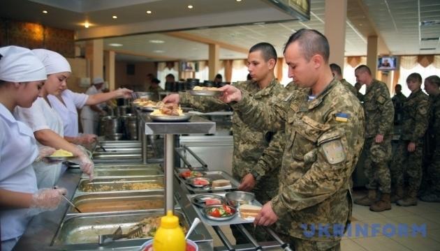 Міноборони запевняє, що зриву харчування в армії не буде