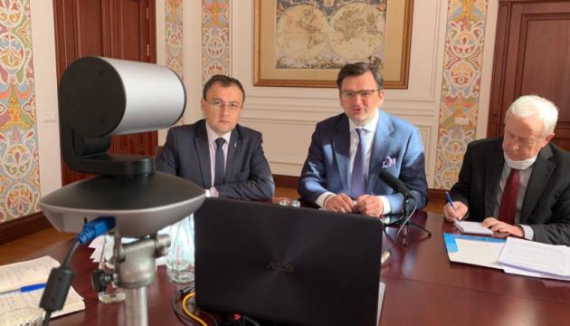 Украинцев в Венгрии не будут штрафовать за просроченные документы