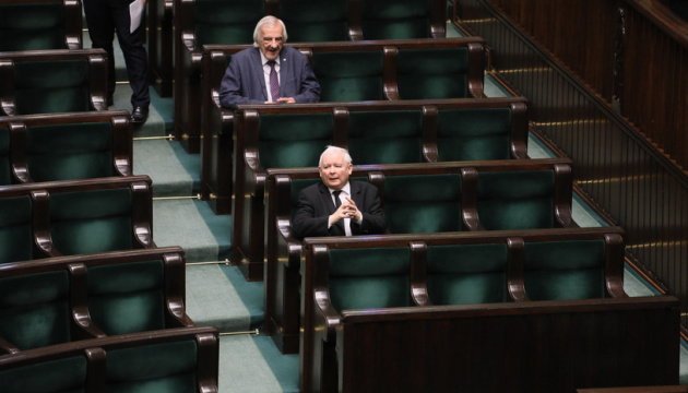 Сейм Польщі провів засідання одразу у 12 залах
