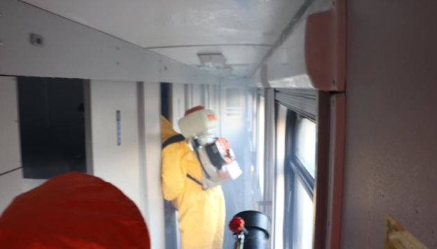 Рятувальники провели знезараження потяга, який прибув із Латвії