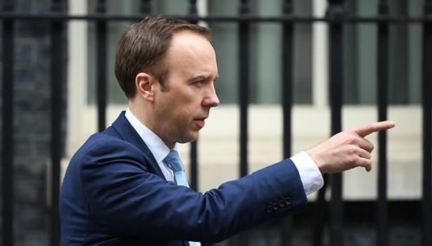 Глава МОЗ Британії попереджає: до послаблення карантину ще далеко