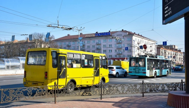 Транспорт у Чернігові перевели на спецрежим