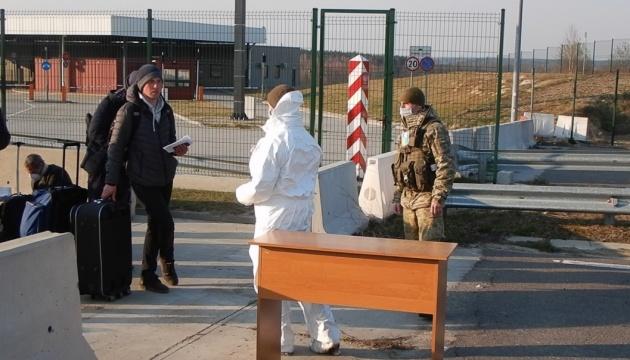 ウクライナ、陸路国境も封鎖 直前に約10万以上の国民帰国