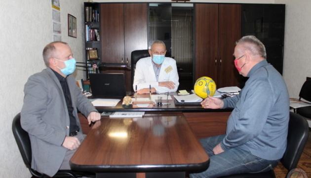 Херсонська обласна асоціація футболу допомагає інфекційній лікарні