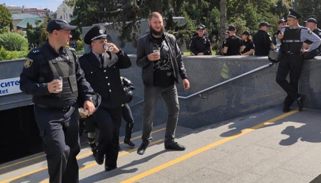 У Харкові підозрюваний у нападі на журналіста протаранив авто копів
