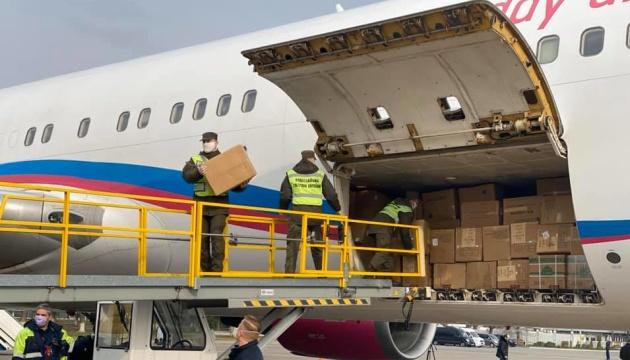 З Китаю прибув вже другий літак із засобами захисту для лікарів та силовиків