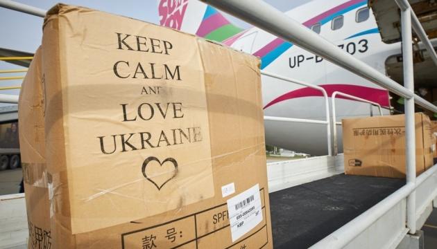 Медгруз из Китая уже направлен в регионы - респираторы и защитные костюмы