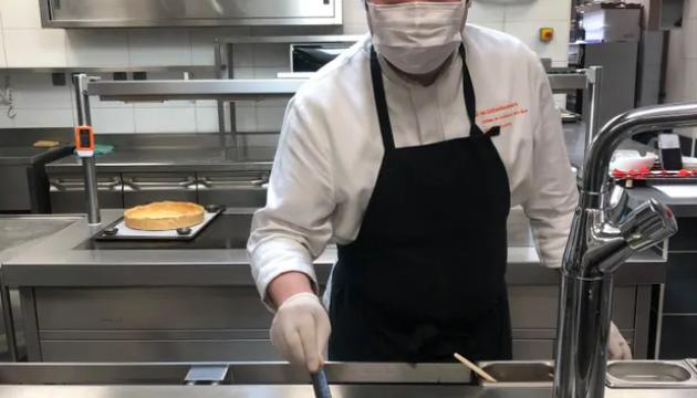 У Франції медиків годує мішленівський шеф-кухар
