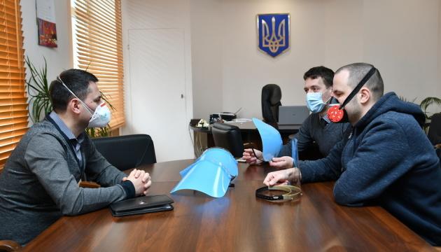 На Рівненщині маски для лікарів друкуватиме 3D-принтер