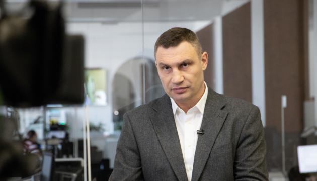 Кличко обіцяє до 10 тисяч доплати лікарям, які рятують від коронавірусу