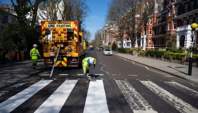 В Лондоне перекрасили «зебру» с обложки The Beatles