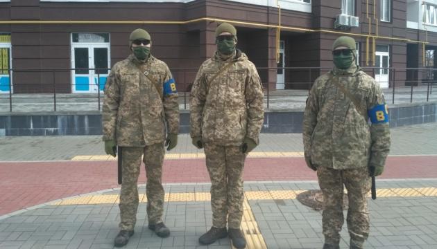 Улицы Чернигова патрулируют военные и полиция