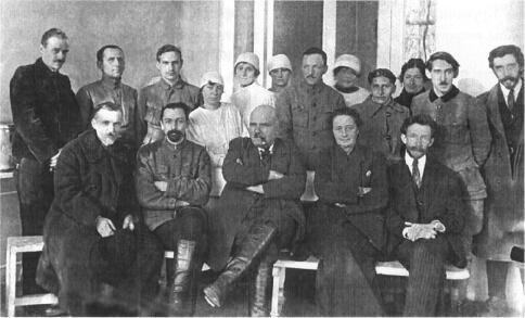 Ю. Ю. Вороний (стоїть третій зліва) - ординатор кафедри хірургії Київського медінституту, 1923 р.