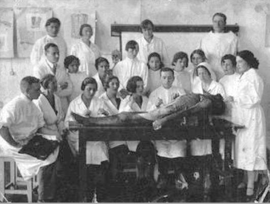 Юрій Вороний (стоїть - крайній зліва, середній ряд) Херсонський медичний інституті