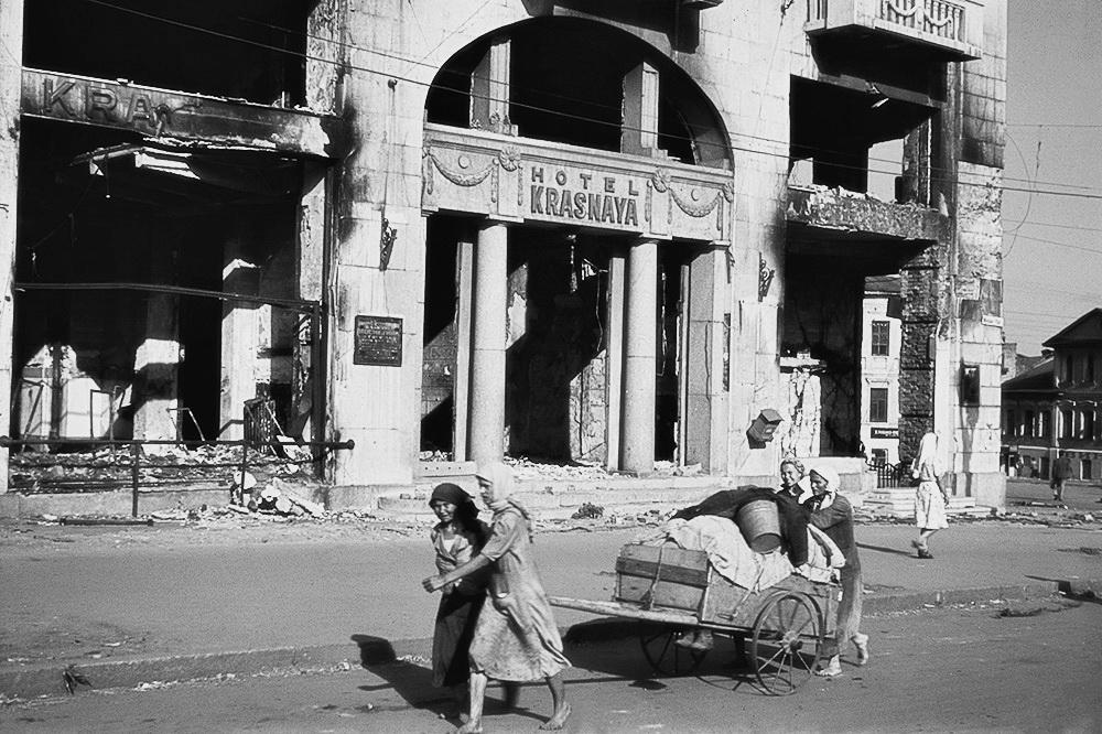 Руїни готелю Червоний,  Харків, червень-липень 1942 р.