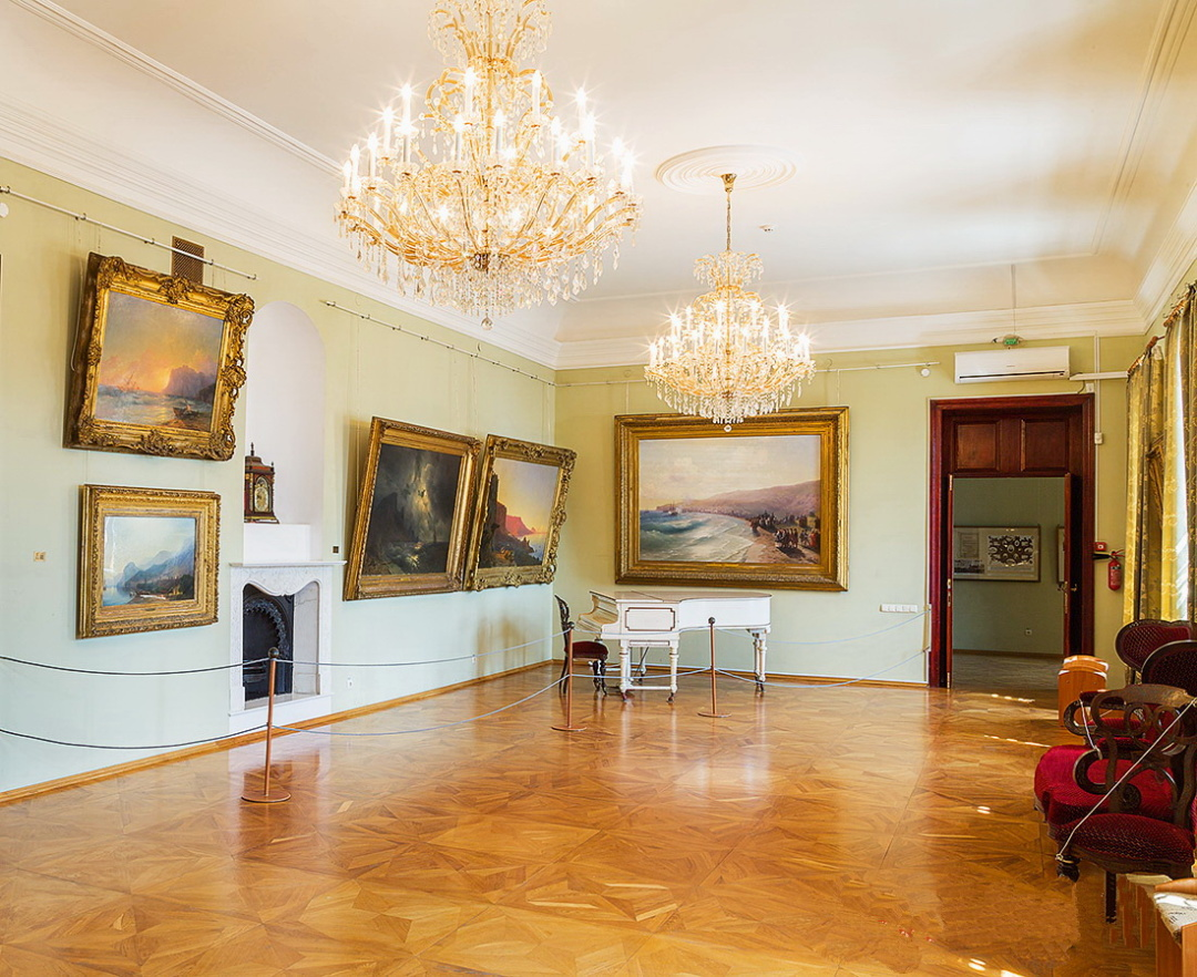 експозиційний зал в Феодосійській картинній галереї імені Івана Айвазовського