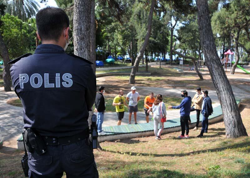 В Анталії російські туристи спробували влаштувати протест під консульством