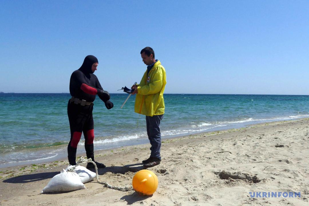 """Водолази """"пішли на дно"""": в Одесі готуються до купального сезону"""