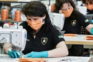 COVID-19: Lamborghini почала шити медичні маски