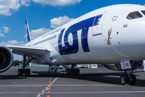 Польська LOT відновила внутрішні пасажирські авіаперевезення