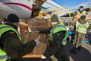 До Києва прибув літак з Китаю із черговою партією медичного вантажу