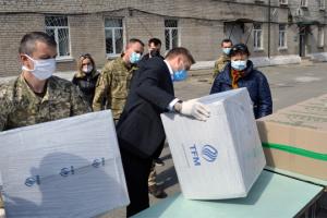 До Військово-медичного клінічного центру Східного регіону надійшло 6000 маcок