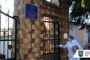 У Львові двоє медиків заразилися коронавірусом