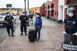 У Перу чоловікам і жінкам заборонили виходити на вулицю в один день