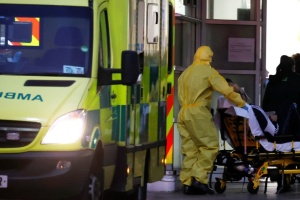 У Британії за добу від COVID-19 померли майже 700 осіб