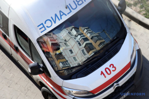 У Києві 12-річна дівчинка випала з вікна багатоповерхівки